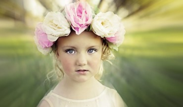 Draw Attention to Subject Using Radial Focus Zoom Blur Filter in Photoshop Tutorial PSD