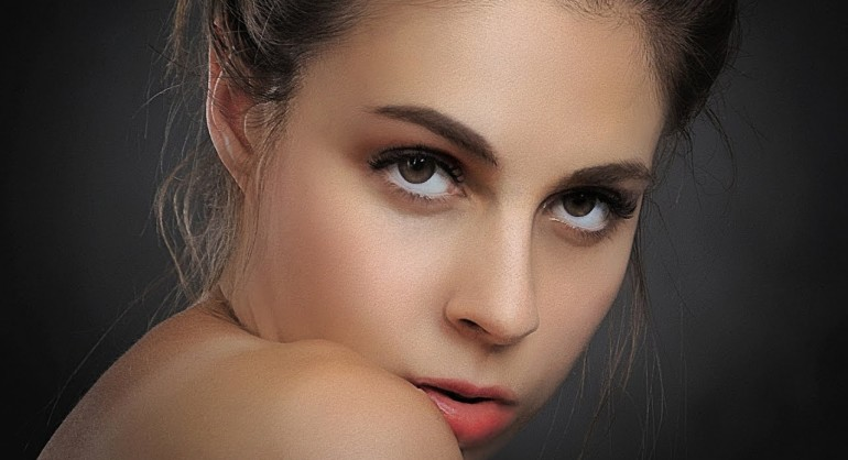 How to Retouch and Airbrushing Skin in Photoshop