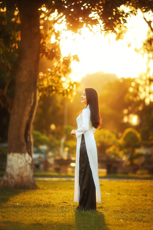 How to Create Golden Hour Sunset Light Effect in Photoshop